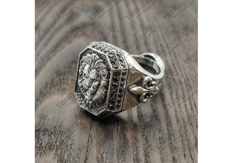 Серебряный перстень со Львом и черными камнями