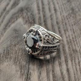 Мужской перстень с черными камнями