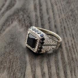 Кольцо серебряное с черным камнем