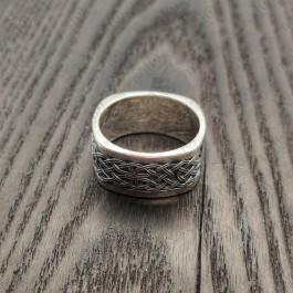 Мужские кольца с узором