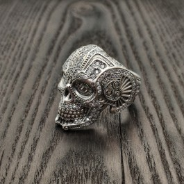 Мужской перстень Череп усыпанный камнями