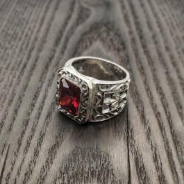 Перстень мужской с большим красным камнем