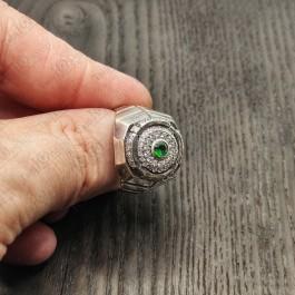 Серебряный перстень с зеленым камнем
