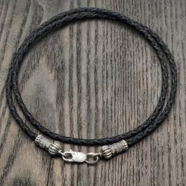Шелковый шнурок с серебряной застежкой